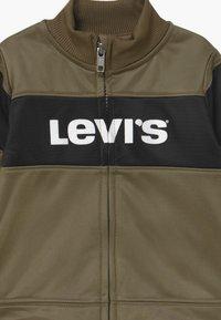 Levi's® - VERTICAL LOGO SET - Survêtement - kalamata - 3