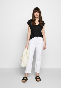 Ética - FINN ANKLE - Jeans straight leg - sustainable white - 1