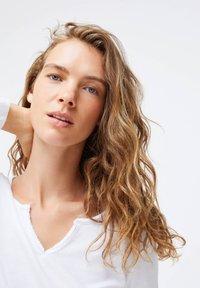 OYSHO - PLAIN WHITE COTTON - Pyžamový top - white - 4