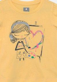 GAP - TODDLER GIRL BEA - Print T-shirt - yellow - 2