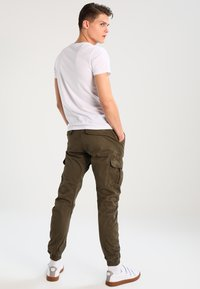 Urban Classics - JOGGING PANT - Pantalon cargo - olive - 2