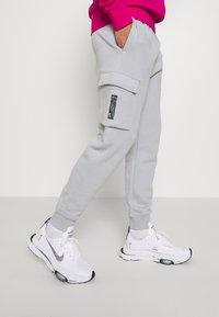 Nike Sportswear - ZIGZAG CARGO PANT - Tracksuit bottoms - wolf grey - 3