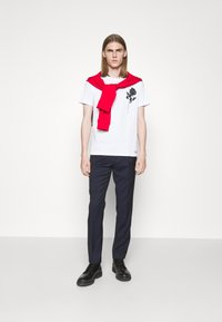 HUGO - DRINCE - Print T-shirt - white - 1