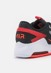 Nike Sportswear - AIR MAX BOLT UNISEX - Sneakers basse - dark smoke grey/bright crimson/university red/light smoke grey - 5