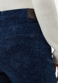 BRAX - STYLE MARY - Slim fit jeans - laser paisley blue - 4
