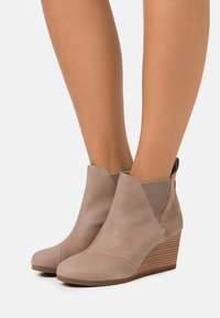 TOMS - KELSEY - Ankle boots - taupe - 0