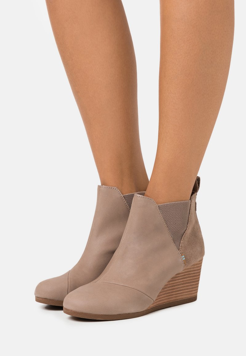 TOMS - KELSEY - Ankle boots - taupe