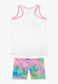 Nike Sportswear - BUBBLE BIKE SHORT SET - Medias - pink - 1