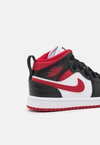 Jordan - 1 MID UNISEX - Basketbalové boty - white/gym red/black - 5