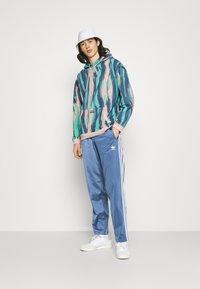 adidas Originals - UNISEX - Sweatshirts - vapour pink/multicolor - 1