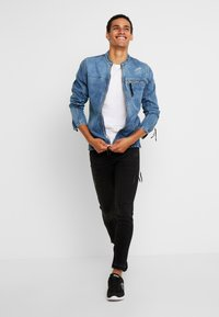 Be Edgy - BETRAVER - Giacca di jeans - indigo mid - 1