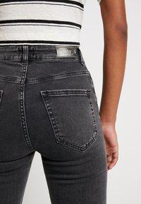 ONLY - ONLBLUSH SWEET FLARED - Flared jeans - black denim - 5