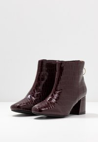 Miss Selfridge Wide Fit - WIDE FIT BRIXTON ZIP BACK SQUARE TOE - Ankle boots - burgandy - 4