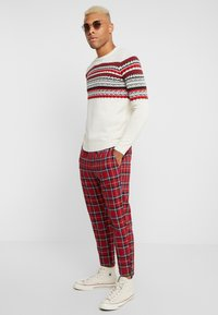 Only & Sons - ONSLINUS CROPPED CHECK PANT - Kangashousut - pompeian red - 1