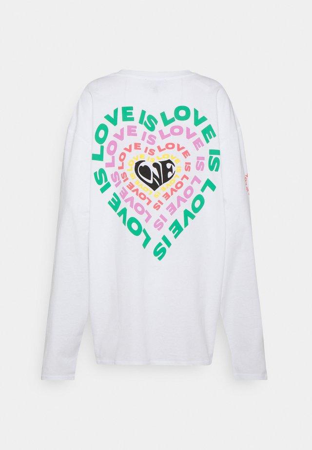 LOVE IS LOVE HEART PRIDE - Topper langermet - white
