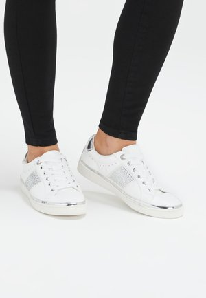 WHITE DIAMANTé OUTER SOLE LACE-UP TRAINERS - Trainers - pink