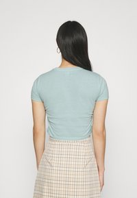 BDG Urban Outfitters - RUCHED CROP - Print T-shirt - blue - 2
