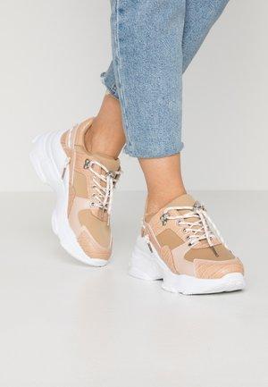IBIZA - Sneakersy niskie - nude
