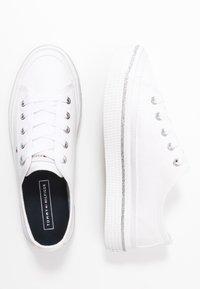 Tommy Hilfiger - GLITTER DETAIL FLATFORM  - Sneakers - white - 3