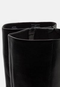 Steven New York - EFFINA - Kozačky na vysokém podpatku - black - 5