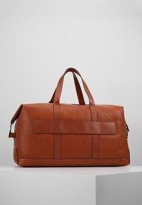 Tommy Hilfiger - CASUAL WEEKENDER - Weekend bag - brown - 2