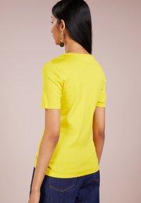 J.CREW - CREWNECK ELBOW SLEEVE - Basic T-shirt - warm canary - 2