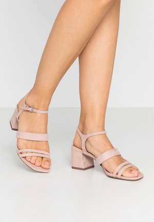 STORMI  LOW BLOCK - Sandále - nude