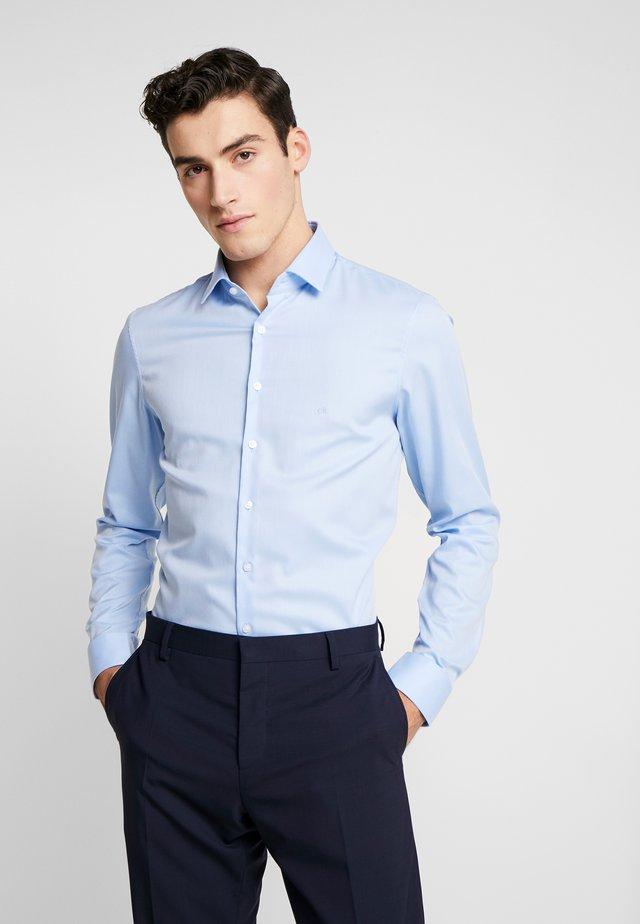 STRUCTURE EASY IRON SLIM SHIRT - Košile - blue