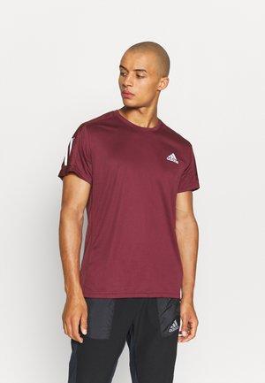 OWN THE RUNNING RESPONSE AEROREADY PRIMEGREEN T-SHIRT - T-shirt z nadrukiem - victory crimson