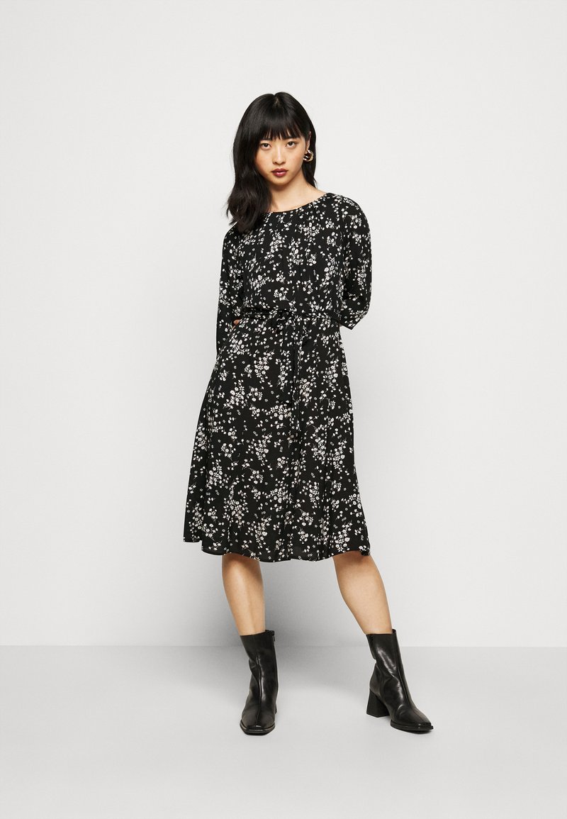 Dorothy Perkins Petite - BILLIE DITSY FIT AND FLARE DRESS - Day dress - black