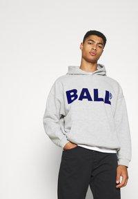 BALL - HAMMER FLOCK - Hoodie - mottled light grey - 4