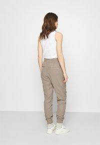 Lounge Nine - DITTA  PANT - Spodnie materiałowe - rock ridge - 2