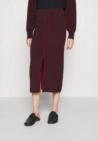 Victoria Victoria Beckham - COLUMN PULL ON SKIRT - Pencil skirt - iron red - 0