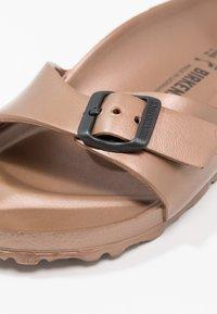 Birkenstock - MADRID - Sandały kąpielowe - metallic copper - 6