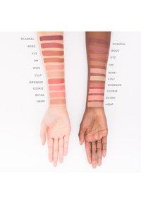 bareMinerals - GEN NUDE MATTE LIQUID LIPCOLOR - Liquid lipstick - infamous - 2