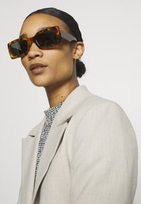 RETROSUPERFUTURE - SACRO DARK HAVANA - Sunglasses - dark havana - 0