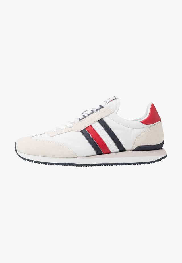 MIX RUNNER STRIPES - Sneakersy niskie - red