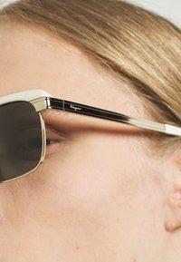 Salvatore Ferragamo - UNISEX - Okulary przeciwsłoneczne - white/gold-coloured - 2