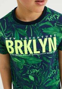 WE Fashion - MET BLADERENDESSIN - Print T-shirt - multi-coloured - 2