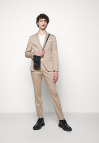 Neil Barrett - TRAVEL FITTED SLIM SUIT - Costume - dark safari - 1