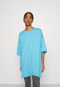 Weekday - HUGE - Basic T-shirt - blue - 0