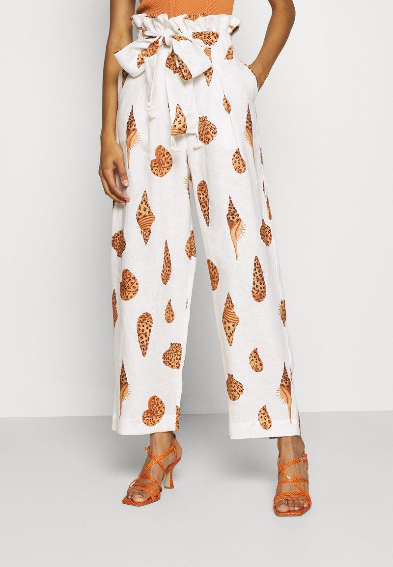 Farm Rio - LEOPARD SHELL PAPER BAG PANTS - Spodnie materiałowe - multi
