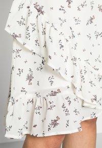 Moss Copenhagen - EVA RIKKELIE SKIRT  - A-line skirt - egret - 4