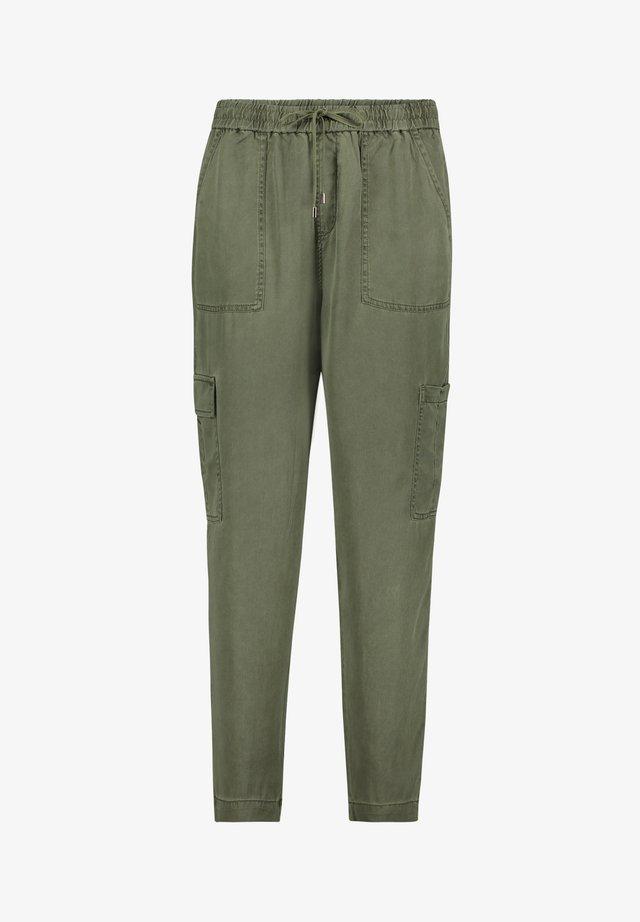 MIT AUFGESETZTEN TASCHEN - Pantalon classique - four leaf clover