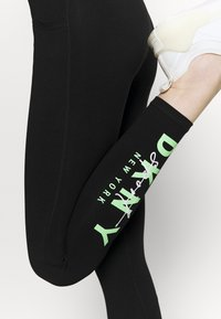 DKNY - GRAPHIC SCRIPT LOGO HIGH WAIST LEGGING POCKETS - Leggings - black - 5