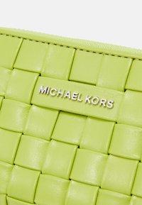 MICHAEL Michael Kors - JET SET CARD CASE - Wallet - lime - 5