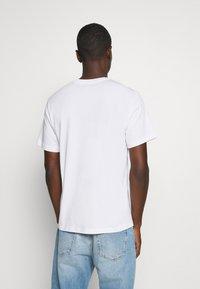 Levi's® - TEE UNISEX - T-shirt con stampa - white - 2