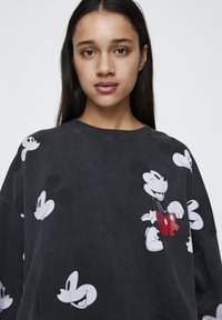 "PULL&BEAR - SWEATSHIRT ""MICKY MAUS"" MIT ALL-OVER PRINT 05596364 - Sweatshirt - mottled dark grey - 4"