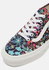 Vans - UA OLD SKOOL TAPERED - Sneakers basse - liberty fabrics - 7
