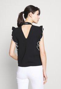 KARL LAGERFELD - COLORBLOCK RUFFLE CROP - Print T-shirt - black - 2